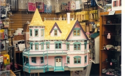 Finished Queen Anne Dollhouse