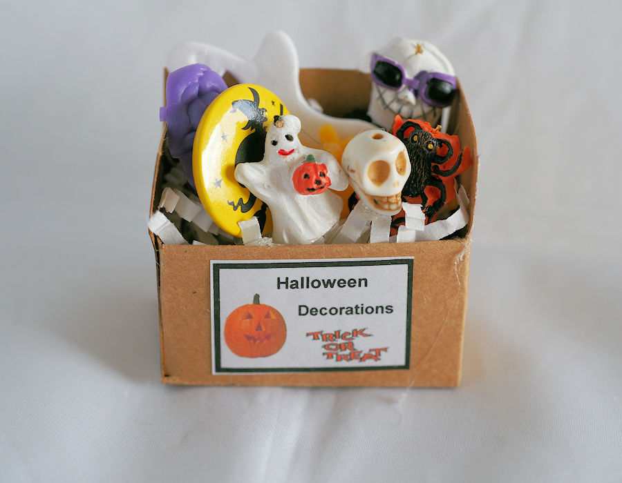 miniature halloween decoration box 2 click to enlarge