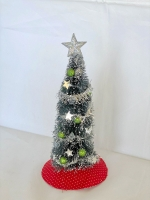 Christmas tree w/wreath-Traditional w/silver tinsel