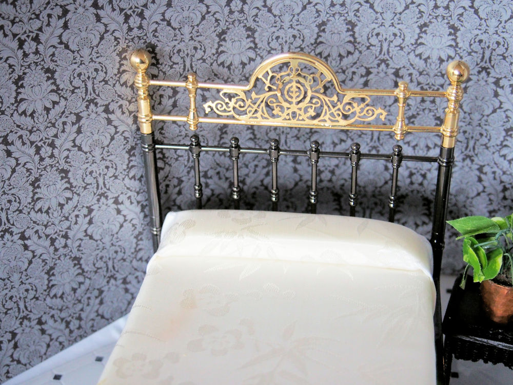 Reutter Porzellan Bed - Click Image to Close