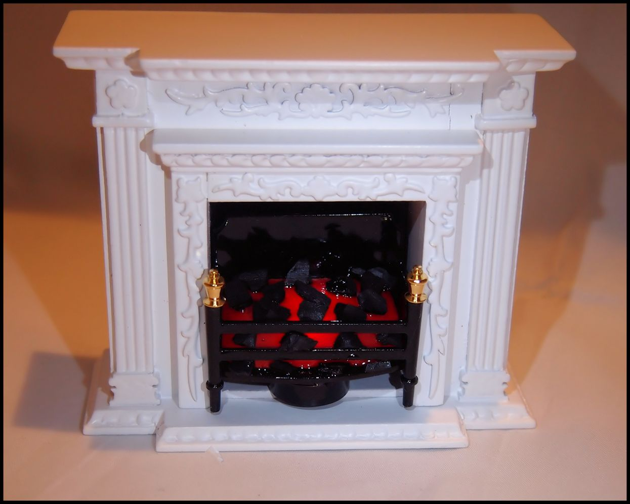 Battery-Operated Fireplace Insert for Dollhouses - Click Image to Close