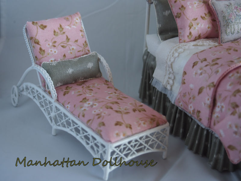 Miniature Dressed Bed with Chaise by Lorraine Scuderi - Click Image to Close